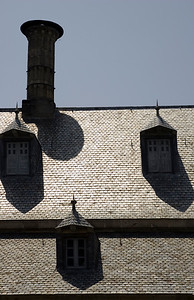 Philip II liked the Dutch way of roofing, with slate tiles and spires, and introduced it in Spain.