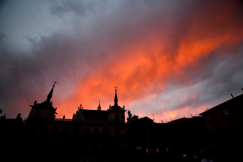 Sunset sky, town of Leon, autonomous community of Castilla y Leon, northern Spain