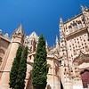 Catedral Vieja (izquierda) y fachada sur de la Catedral Nueva, Salamanca, España