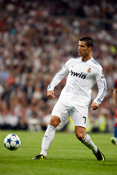 Cristiano ronaldo passing the ball, UEFA Champions League Semifinals game between Real Madrid and FC Barcelona, Bernabeu Stadiumn, Madrid, Spain