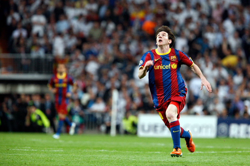 Messi looking at ball, UEFA Champions League Semifinals game between Real Madrid and FC Barcelona, Bernabeu Stadiumn, Madrid, Spain