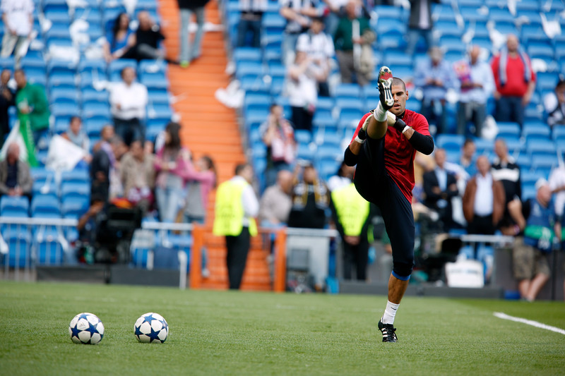 Valdes warming up before the UEFA Champions League Semifinals game between Real Madrid and FC Barcelona, Bernabeu Stadiumn, Madrid, Spain