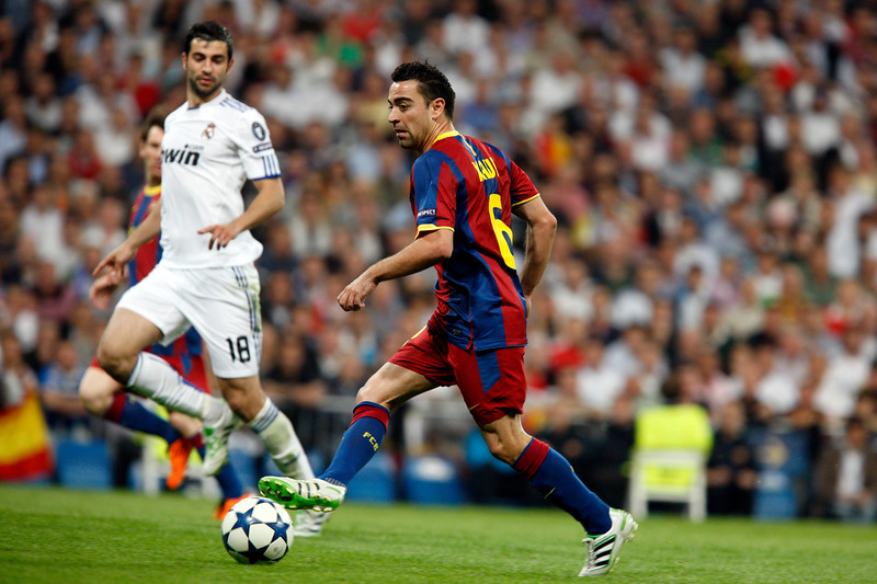 Xavi passing the ball, UEFA Champions League Semifinals game between Real Madrid and FC Barcelona, Bernabeu Stadiumn, Madrid, Spain