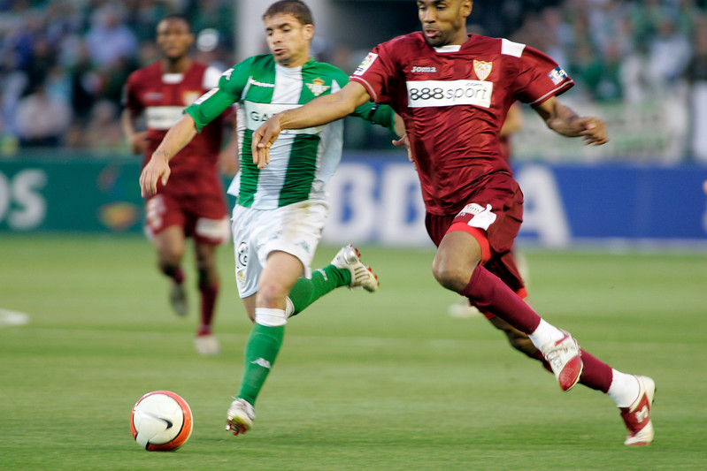 Kanoute (Sevilla) struggling with Rivera. Local derby between Real Betis and Sevilla FC, Ruiz de Lopera stadium, Seville, Spain, 11 May 2008.
