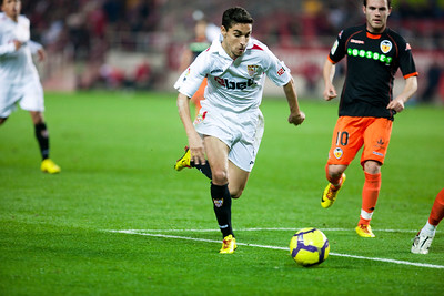 Jesus Navas with the ball. Spanish Liga game between Sevilla FC and Valencia CF. Sanchez Pizjuan stadium, Seville, Spain, 31 January 2010