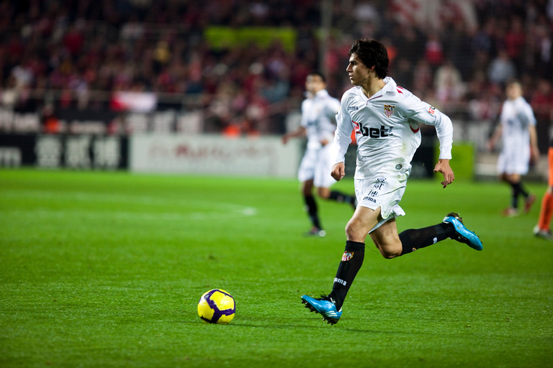 Perotti with the ball. Spanish Liga game between Sevilla FC and Valencia CF. Sanchez Pizjuan stadium, Seville, Spain, 31 January 2010