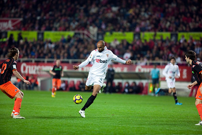 Kanoute about to shoot. Spanish Liga game between Sevilla FC and Valencia CF. Sanchez Pizjuan stadium, Seville, Spain, 31 January 2010