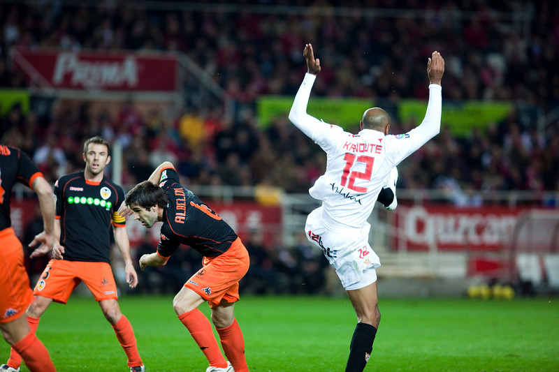 Kanoute and Albelda in the penalty area. Spanish Liga game between Sevilla FC and Valencia CF. Sanchez Pizjuan stadium, Seville, Spain, 31 January 2010