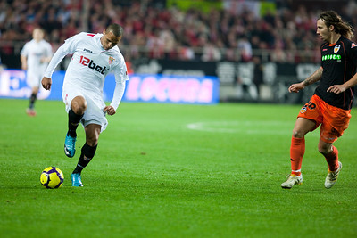 Luis Fabiano controlling the ball. Spanish Liga game between Sevilla FC and Valencia CF. Sanchez Pizjuan stadium, Seville, Spain, 31 January 2010