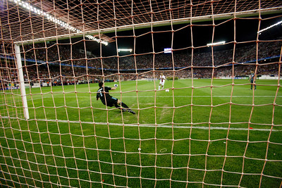 Kanouté (Sevilla) scores from the penalty spot. UEFA Champions League first knockout round game (second leg) between Sevilla FC (Seville, Spain) and Fenerbahce (Istambul, Turkey), Sanchez Pizjuan stadium, Seville, Spain, 04 March 2008.
