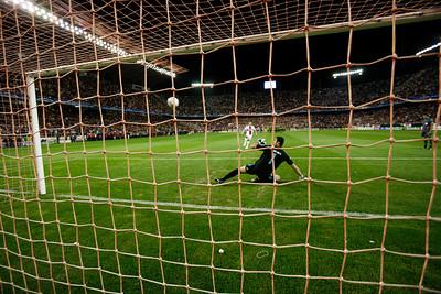 Dragutinović (Sevilla) scores from the penalty spot. UEFA Champions League first knockout round game (second leg) between Sevilla FC (Seville, Spain) and Fenerbahce (Istambul, Turkey), Sanchez Pizjuan stadium, Seville, Spain, 04 March 2008.