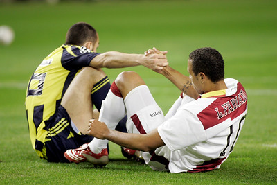 Edu (Fenerbahçe) helping Luis Fabiano (Sevilla) to get up. UEFA Champions League first knockout round game (second leg) between Sevilla FC (Seville, Spain) and Fenerbahce (Istambul, Turkey), Sanchez Pizjuan stadium, Seville, Spain, 04 March 2008.