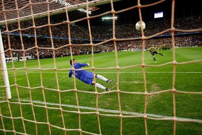 Kežman (Fenerbahçe) scores from the penalty spot. UEFA Champions League first knockout round game (second leg) between Sevilla FC (Seville, Spain) and Fenerbahce (Istambul, Turkey), Sanchez Pizjuan stadium, Seville, Spain, 04 March 2008.