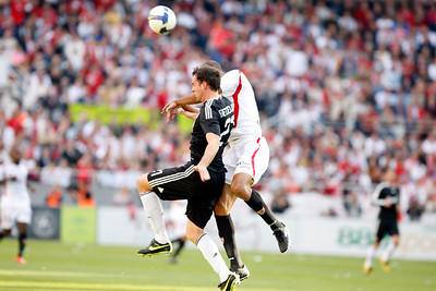 Metzelder (Madrid) and Kanoute (Sevilla) struggling for an aerial ball. Spanish Liga football game between Sevilla FC and Real Madrid CF that took place at Sanchez Pizjuan stadium, Seville, Spain, on 26 April 2009