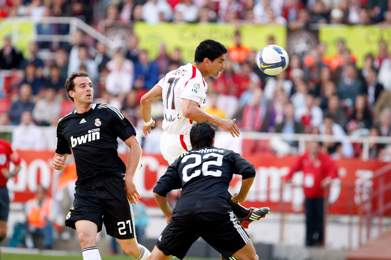 Renato (Sevilla) scoring a goal with his head between Metzelder (21) and Torres (22). Spanish Liga football game between Sevilla FC and Real Madrid CF that took place at Sanchez Pizjuan stadium, Seville, Spain, on 26 April 2009