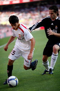 Perotti (Sevilla) pursued by Gago (Real Madrid). Spanish Liga football game between Sevilla FC and Real Madrid CF that took place at Sanchez Pizjuan stadium, Seville, Spain, on 26 April 2009