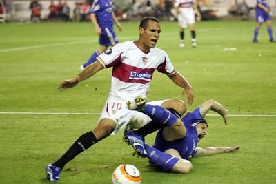 Foul on Luis Fabiano