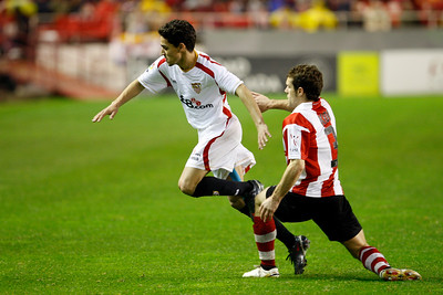 Koikili (Athletic) marking Navas (Sevilla). taken in the Sanchez Pizjuan stadium on 4 Feb 2009 during the King's Cup semifinal game between the football teams Sevilla FC and Athletic Club of Bilbao, town of Seville, autonomous community of Andalusia, southern Spain