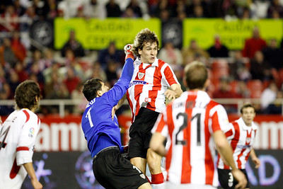 Football action. Taken in the Sanchez Pizjuan stadium on 4 Feb 2009 during the King's Cup semifinal game between the football teams Sevilla FC and Athletic Club of Bilbao, town of Seville, autonomous community of Andalusia, southern Spain