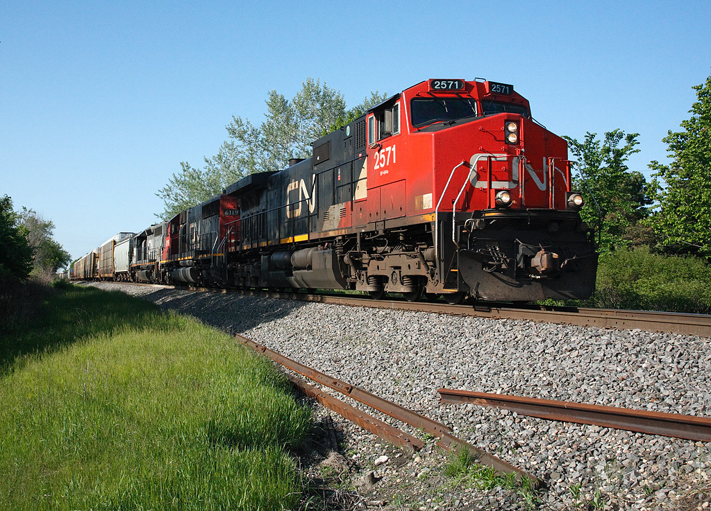Candian National 2571 (GE C44-9W) - Richfield, WI