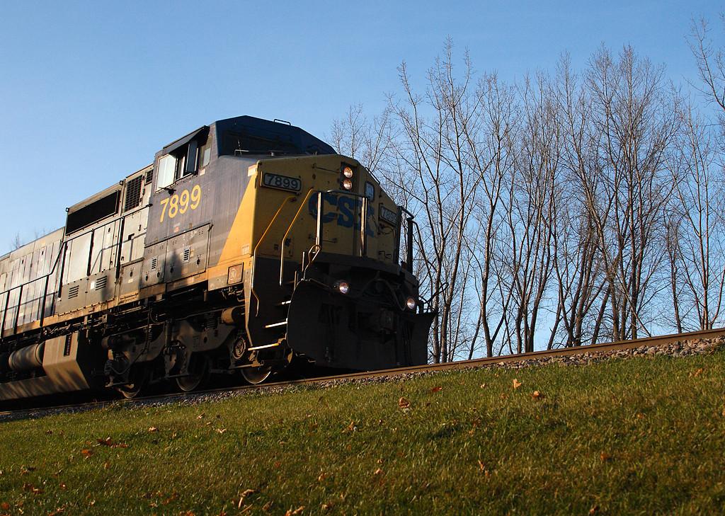 CSX 7899 (C40-8W) - Brookfield, WI
