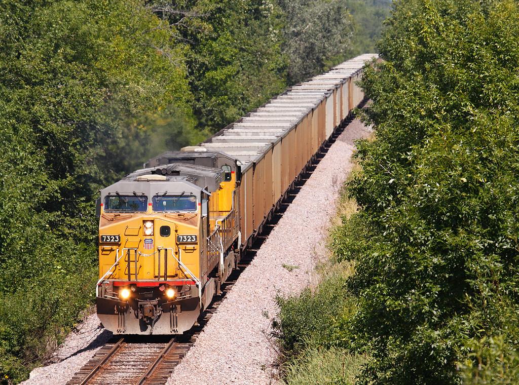 Union Pacific 7323 (GE C44/60AC) - Mequon, WI