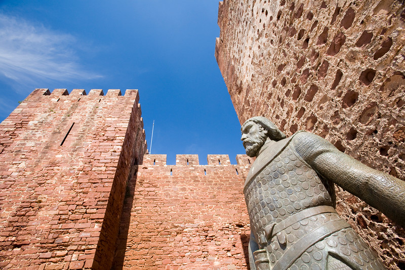 Statue of the king Alfonso III, Castle of Silves, district of Faro, region of Algarve, Portugal