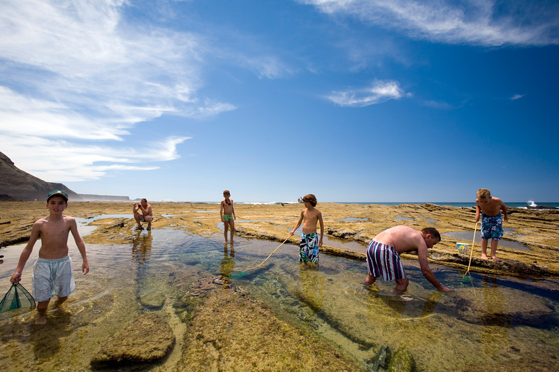 People catching crabs at low tide, Monte Clerigo beach, town of Aljezur, district of Faro, region of Algarve, southwestern Portugal