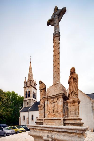Calvary and church of St Laurent and St Aubin, Brandivy, departement of Morbihan, Bretagne, France