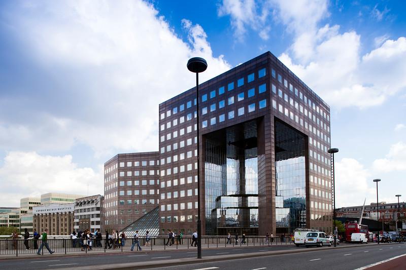 Nº 1 London Bridge St. Building (built in 1986, architect John S. Bonnington), Southwark, London, England, United Kingdom.