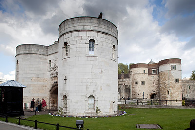 Middle Tower, entrance to the Tower of London, City of London, England, United Kingdom
