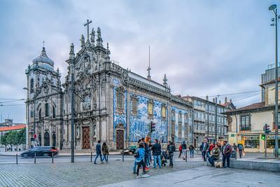 Carmelitas Church (Igreja dos Carmelitas Descalços, left) and Carmo Church (Igreja do Carmo), Porto, Portugal.