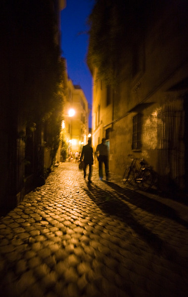 Silhouettes by night, Trastevere, Rome