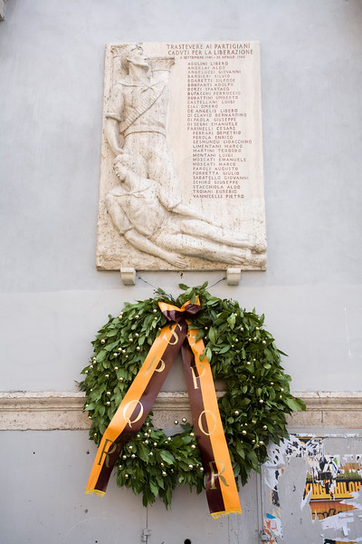 "Memorial devoted to the Trastevere partisans who fell in action during the Second World War. The Italian sign says: ""Trastevere ai partigiani caduti per la liberazione, 1943-1954"""