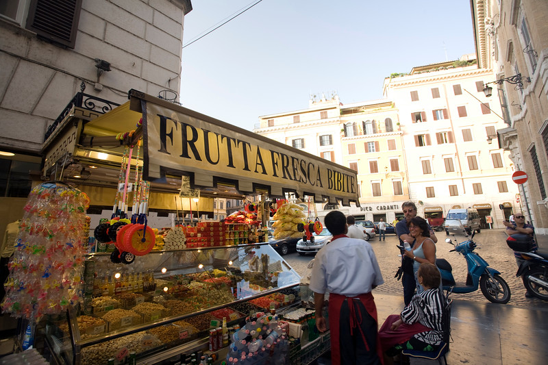 Fresh fruit and beverage stall near Piazza di Spagna, Rome