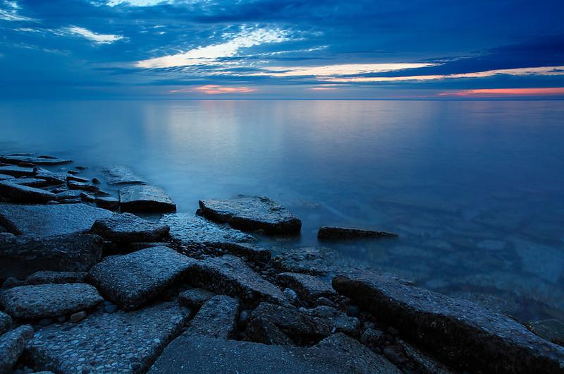 Lake Michigan Shoreline - Beach Road (Fox Point, WI)
