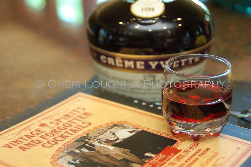Creme Yvette Liqueur 017