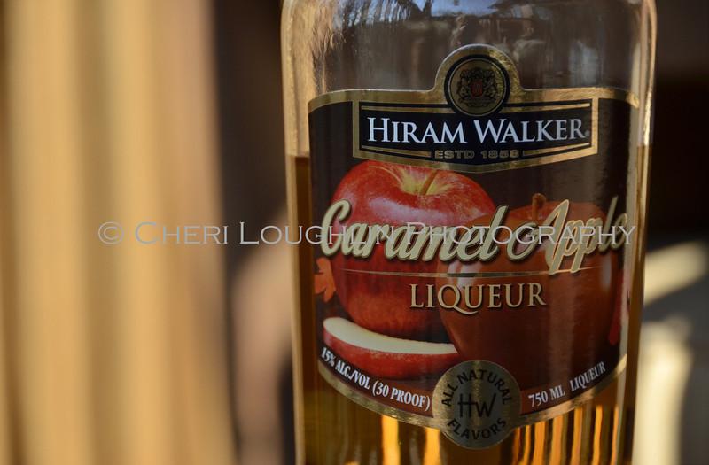 Hiram Walker Caramel Apple Liqueur 011