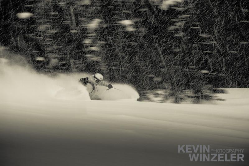 SkiingPhotography_WinterLifestyle_Powder_Winzeler_West_2