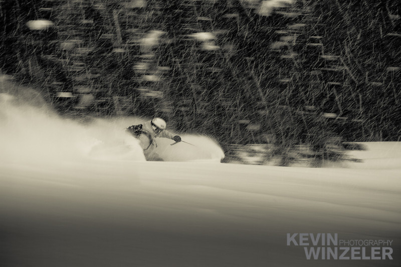 SkiingPhotography_WinterLifestyle_Powder_Winzeler_West_2