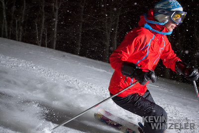 SkiingPhotography_WinterLifestyle_F11_WTR_OME_KWUT-6458