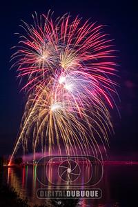 mississippi_river_bellevue_fireworks-Edit
