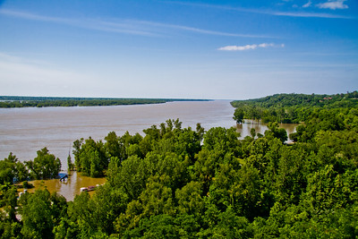 Mississippi River Flood waters at Nathez 2011