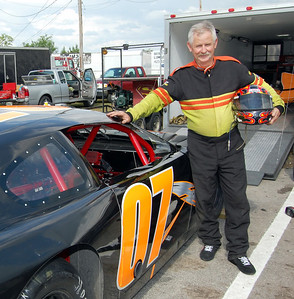 Late Model Sportsman								 Driver:	Mike Clonce							 Car #	o7							 Hometown:	Bean Station, TN							 Sponsors:	Healthstar OBGYN, Cowboys Auto Racing, Hopson Racing & Fabrication							 First Race:	15 years old- Go Karts							 First Win :	won total of 93 races, has track record at Newport Motor speedway
