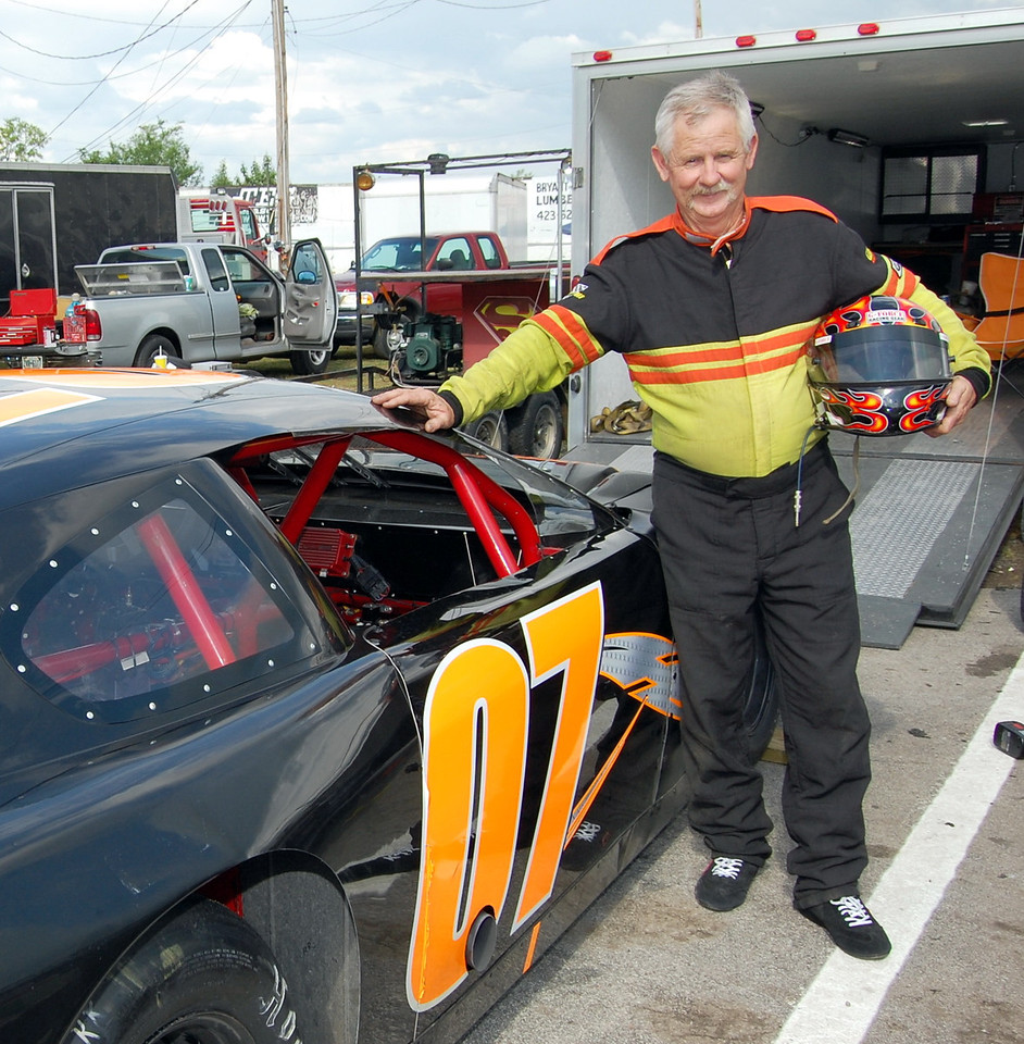 Late Model Sportsman Driver:Mike Clonce Car #o7 Hometown:Bean Station, TN Sponsors:Healthstar OBGYN, Cowboys Auto Racing, Hopson Racing & Fabrication First Race:15 years old- Go Karts First Win :won total of 93 races, has track record at Newport Motor speedway