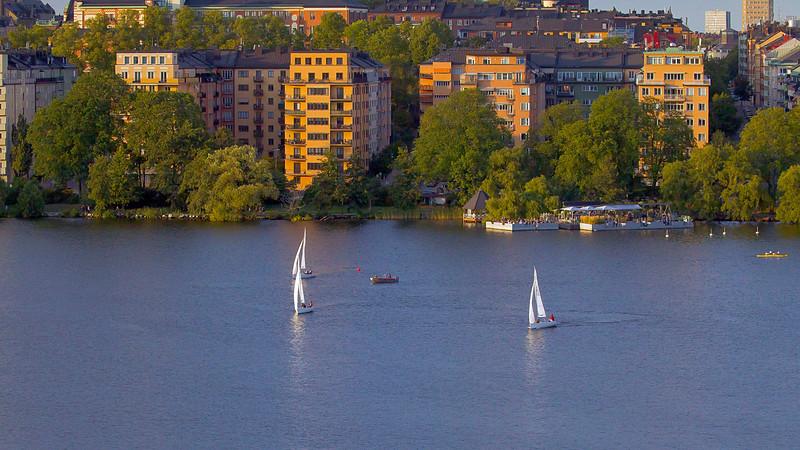 Sailing in the evening at Riddarfjärden in front of Norr Mälarstrand