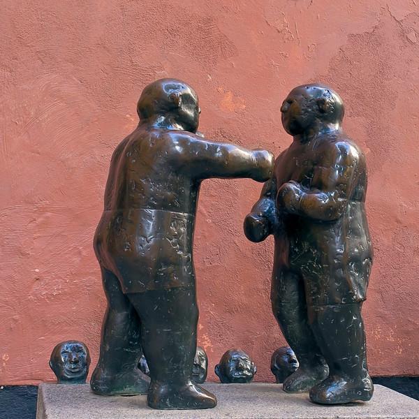"""Sculpture """"Heavyweighter"""" (Tungviktare)"""