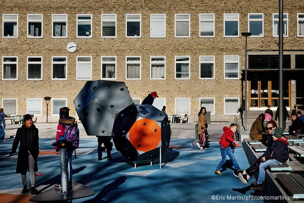 STOCKHOLM AU TEMPS DU COVID 19. ALORS QUE TOUTE L EUROPE SE CONFINE, STOCKHOLM CHOISIT DE RESTER UNE VILLE OUVERTE. Ecole primaire de Kungsholmens school F-6