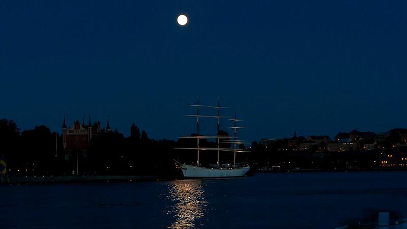 The hostel ship af Chapman Stockholm in moolight