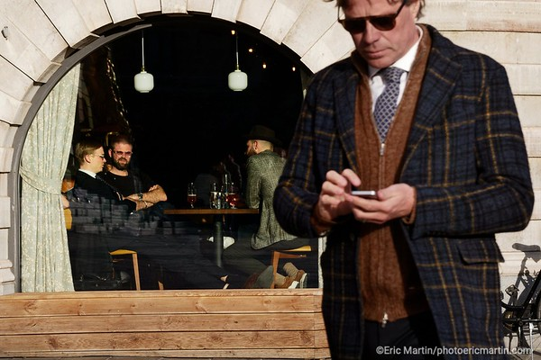 STOCKHOLM AU TEMPS DU COVID 19. ALORS QUE TOUTE L EUROPE SE CONFINE, STOCKHOLM CHOISIT DE RESTER UNE VILLE OUVERTE.  Le bar du restaurant Strandvägen